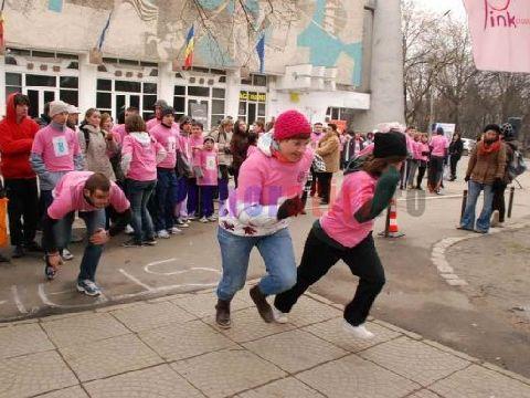 La Oradea, think pink a insemnat azi lupta impotriva cancerului la san - FOTO