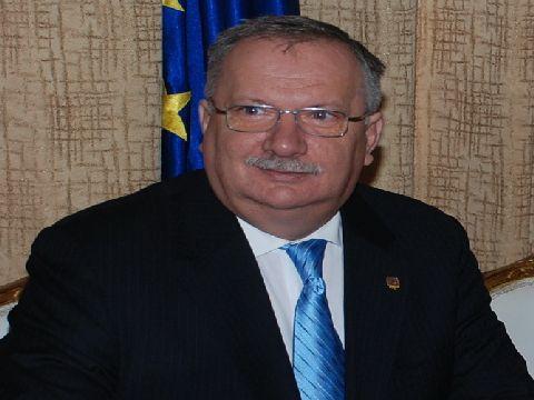 Senatorul Mang critica incompetenta partii PDL din Guvernul Romaniei